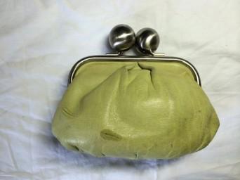 革の財布に付いたボールペンの跡が消えますよ