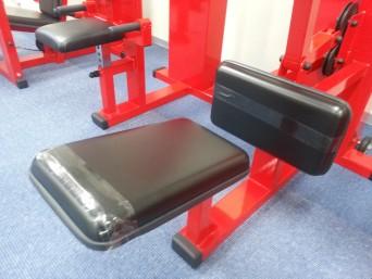 トレーニングジム器具の座面、保護クッション等に使われている革も張替いたします!!
