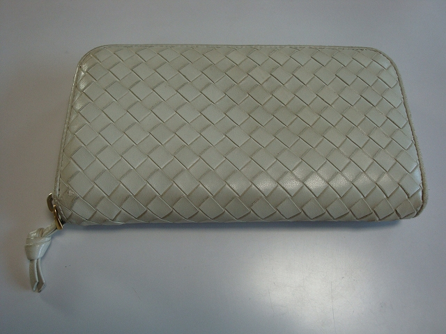 Bottega Veneta(ボッテガ・ヴェネタ)の長財布のクリーニング&補修で新品のように生まれ変わります
